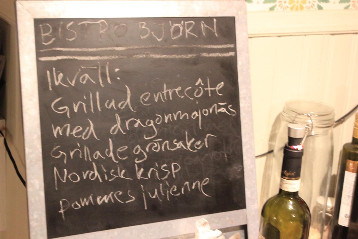 Grillad entrecote med dragonmajonäs, Nordisk krisp, grillade grönsaker och pommes julienne